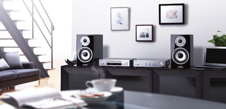 Zestaw mini Yamaha PianoCraft MCR-N870D z obsługą radia cyfrowego DAB+ z system MusicCast, technologią Bluetooth i Wi-Fi